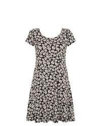 b977a05720 ... Exclusives New Look Black Daisy Print Short Sleeve Skater Dress