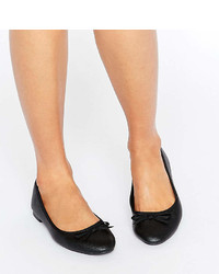 New Look Wide Fit Leather Look Ballet Pump