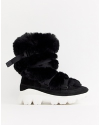 UGG Fluffy Short Chunky Sole Ski Boots In Black