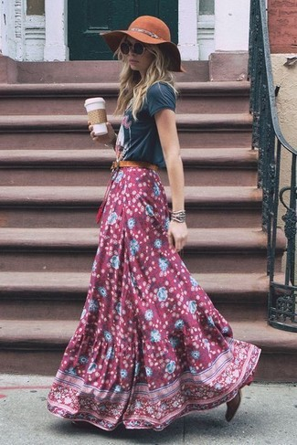 How to wear: brown wool hat, burgundy leather ankle boots, burgundy floral maxi skirt, charcoal print crew-neck t-shirt