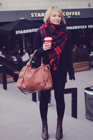How to wear: brown leather tote bag, dark brown leather ankle boots, black mini skirt, black blazer