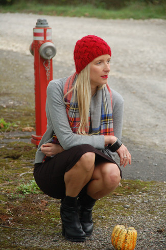 How to wear: red beanie, black leather ankle boots, black pencil skirt, grey cardigan