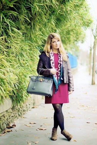 How to wear: dark green leather tote bag, olive suede ankle boots, burgundy shift dress, dark brown shearling jacket