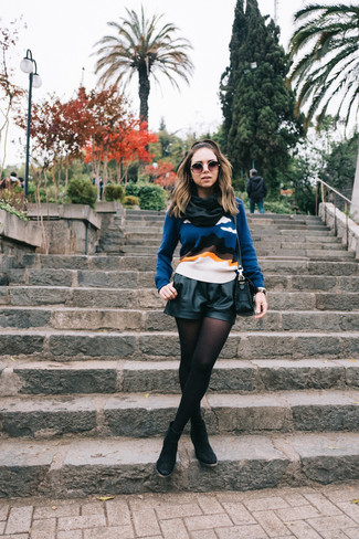 How to wear: black leather crossbody bag, black suede ankle boots, black leather shorts, blue print crew-neck sweater