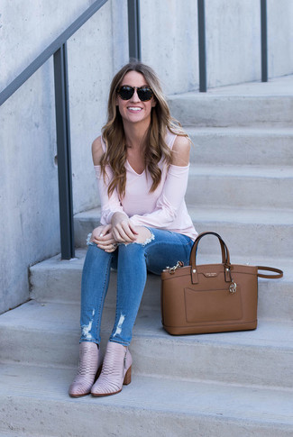 How to wear: brown leather tote bag, pink leather ankle boots, blue ripped skinny jeans, pink long sleeve t-shirt