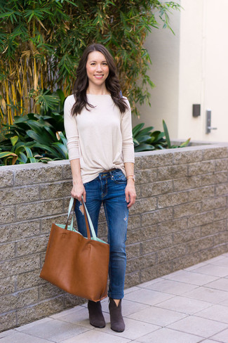 How to wear: tobacco leather tote bag, charcoal suede ankle boots, blue ripped skinny jeans, beige long sleeve t-shirt
