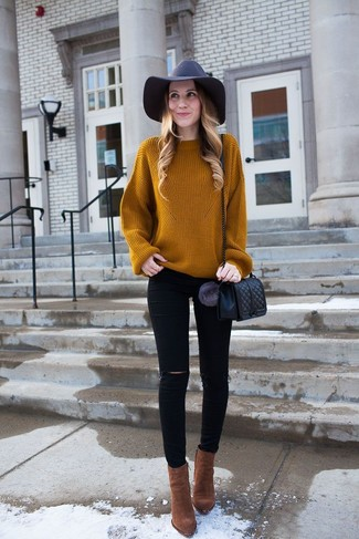 How to wear: black quilted leather crossbody bag, brown suede ankle boots, black ripped skinny jeans, tobacco knit oversized sweater