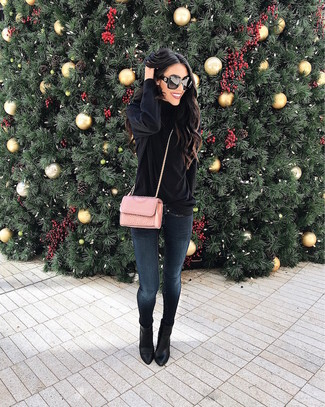 How to wear: pink quilted leather crossbody bag, black leather ankle boots, navy skinny jeans, black velvet turtleneck