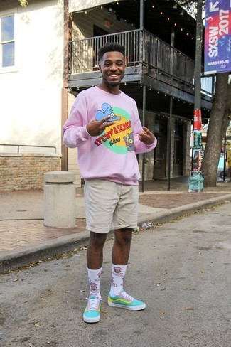 How to wear: white print socks, aquamarine canvas low top sneakers, beige shorts, pink print crew-neck sweater