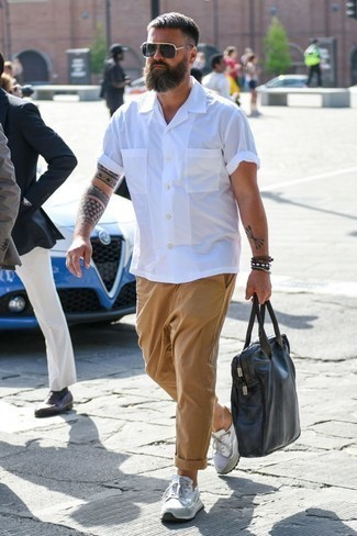 How to Wear a Dark Brown Leather Briefcase: This urban combination of a white short sleeve shirt and a dark brown leather briefcase is very easy to throw together in no time, helping you look on-trend and prepared for anything without spending too much time digging through your wardrobe. White athletic shoes will be a welcome addition for your outfit.