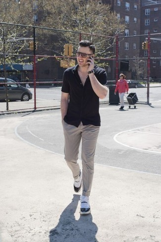 How to Wear Chinos: Definitive proof that a black short sleeve shirt and chinos are amazing when worn together in a laid-back outfit. Go off the beaten path and jazz up your outfit by rounding off with a pair of white and black athletic shoes.