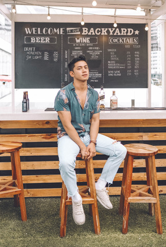 How to wear: dark brown leather watch, beige athletic shoes, light blue ripped jeans, blue print short sleeve shirt