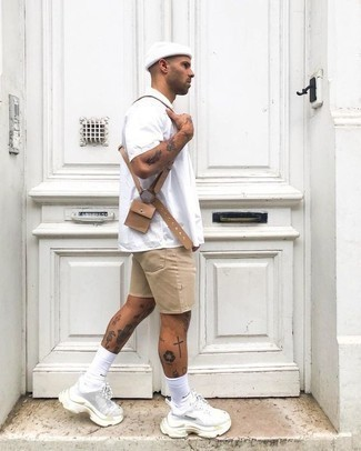 How to Wear White Socks For Men: We're all in search of comfort when it comes to fashion, and this contemporary combination of a white crew-neck t-shirt and white socks is a practical example of that. Complement this outfit with white athletic shoes to instantly kick up the fashion factor of this ensemble.