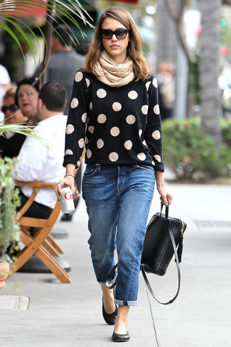 How to wear: black leather backpack, black leather ballerina shoes, blue boyfriend jeans, black polka dot crew-neck sweater