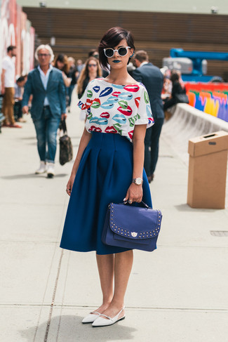 Women's Looks & Outfits: What To Wear In 2020: For something on the casually cool side, test drive this pairing of a white print short sleeve blouse and a navy full skirt. White leather ballerina shoes will bring a laid-back vibe to an otherwise mostly dressed-up ensemble.