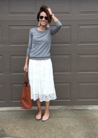 How to wear: brown leather tote bag, pink leather ballerina shoes, white pleated lace midi skirt, grey crew-neck sweater