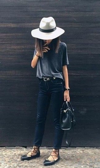 How to wear: black leather tote bag, black leather ballerina shoes, navy skinny jeans, charcoal crew-neck t-shirt