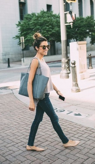 How to Wear Dark Green Skinny Jeans: You're looking at the solid proof that a grey tank and dark green skinny jeans look awesome when worn together in a laid-back ensemble. Let your outfit coordination skills truly shine by complementing your outfit with a pair of beige leather ballerina shoes.