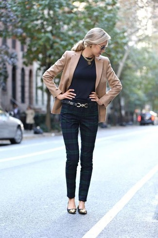 How to Wear a Tan Blazer For Women: This absolutely chic look is really pared down: a tan blazer and navy and green plaid skinny pants. To bring a dash of stylish effortlessness to this look, complete this getup with a pair of black suede ballerina shoes.