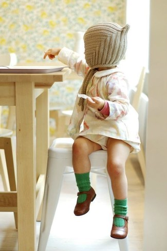 How to Wear a Beige Beanie For Girls: Suggest that your mini fashionista opt for white dress and a beige beanie for a laid-back yet fashion-forward outfit. As far as footwear is concerned, suggest that your little one grab a pair of brown ballet flats.