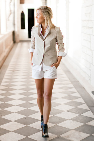 How to wear: beige blazer, white dress shirt, white shorts, black leather ankle boots