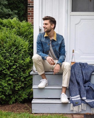 How to wear: white low top sneakers, beige chinos, grey henley shirt, blue denim jacket