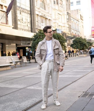 How to wear: white leather low top sneakers, beige linen chinos, white crew-neck t-shirt, beige linen field jacket