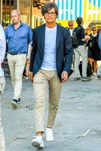 Men's Looks & Outfits: What To Wear In 2020: So as you can see, looking seriously stylish doesn't require that much effort. Dress in a navy blazer and beige chinos and you'll look amazing. A pair of white low top sneakers easily ramps up the appeal of your ensemble.