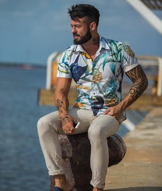 How to wear: beige chinos, white floral short sleeve shirt