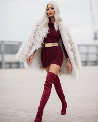A Boohoo Velvet One Shoulder Bodycon Dress and a beige fur coat teamed together are a total eye candy for those who prefer cool chic styles. Round off your getup with burgundy suede over the knee boots. These picks will keep you toasty and stylish in in-between weather.