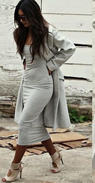 How to wear: dark brown sunglasses, beige leather heeled sandals, grey bodycon dress, grey coat