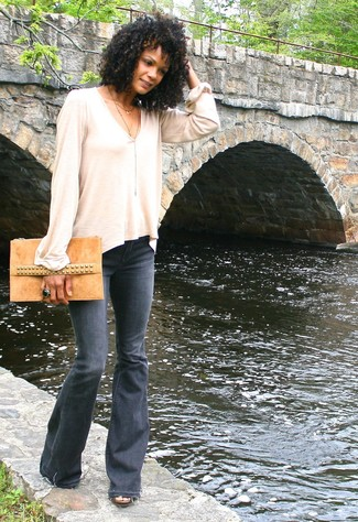 Try pairing a cream long sleeve t-shirt with charcoal flare jeans for a glam and trendy getup.