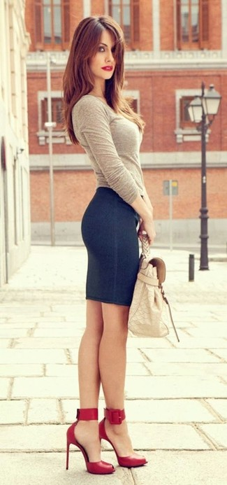 A nicely put together combination of a beige long sleeve t-shirt and a navy blue denim pencil skirt will set you apart effortlessly. Red cutout leather pumps are a savvy choice to complete the look.