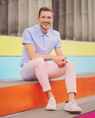How to wear: beige low top sneakers, pink chinos, light violet polo