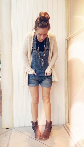 How to wear: beige knit open cardigan, black tank, blue denim overall shorts, dark brown leather ankle boots