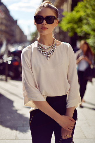How to wear: beige short sleeve blouse, black skinny jeans, black sunglasses, white necklace