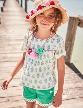 How to wear: beige straw hat, green shorts, white short sleeve blouse