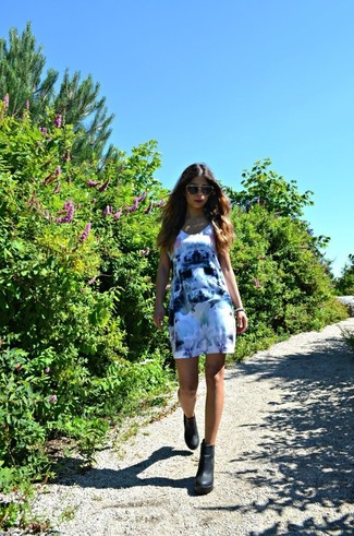 How to wear: beige sunglasses, black chunky leather ankle boots, blue floral casual dress