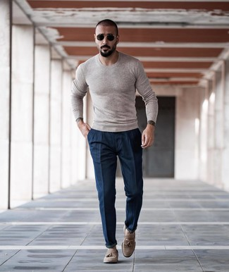 How to Wear a Beige Crew-neck Sweater For Men: If the situation permits relaxed styling, you can always rely on a beige crew-neck sweater and navy chinos. Give a dash of class to your ensemble with a pair of beige suede tassel loafers.