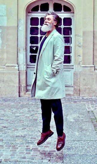 How to wear: beige trenchcoat, navy crew-neck sweater, navy chinos, burgundy leather brogues