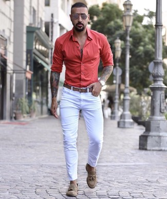 How to wear: brown sunglasses, brown leather belt, brown suede tassel loafers, white skinny jeans