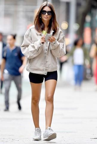 How to wear: white low top sneakers, black bike shorts, yellow crew-neck t-shirt, beige denim jacket