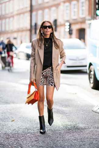 How to Wear a Tan Blazer For Women: For a laid-back getup with a chic twist, opt for a tan blazer and beige leopard bike shorts. Want to dial it up with shoes? Add a pair of black leather ankle boots to this getup.