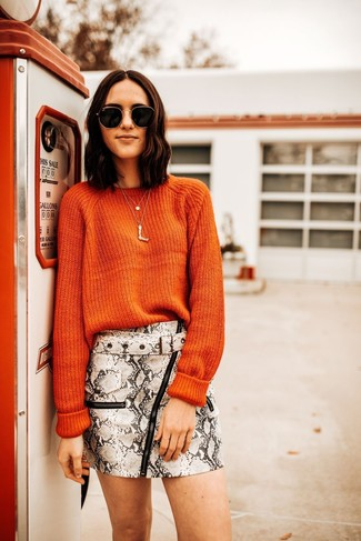 How to Wear Black and Gold Sunglasses For Women: Why not go for an orange crew-neck sweater and black and gold sunglasses? As well as super comfy, these items look fabulous when combined together.