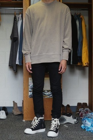 Men's Looks & Outfits: What To Wear In Fall: If you prefer casual style, why not choose a beige sweatshirt and black jeans? Our favorite of a great number of ways to round off this look is with black and white high top sneakers. This combination is a viable idea when it comes to a cool ensemble that will take you from summer to fall.
