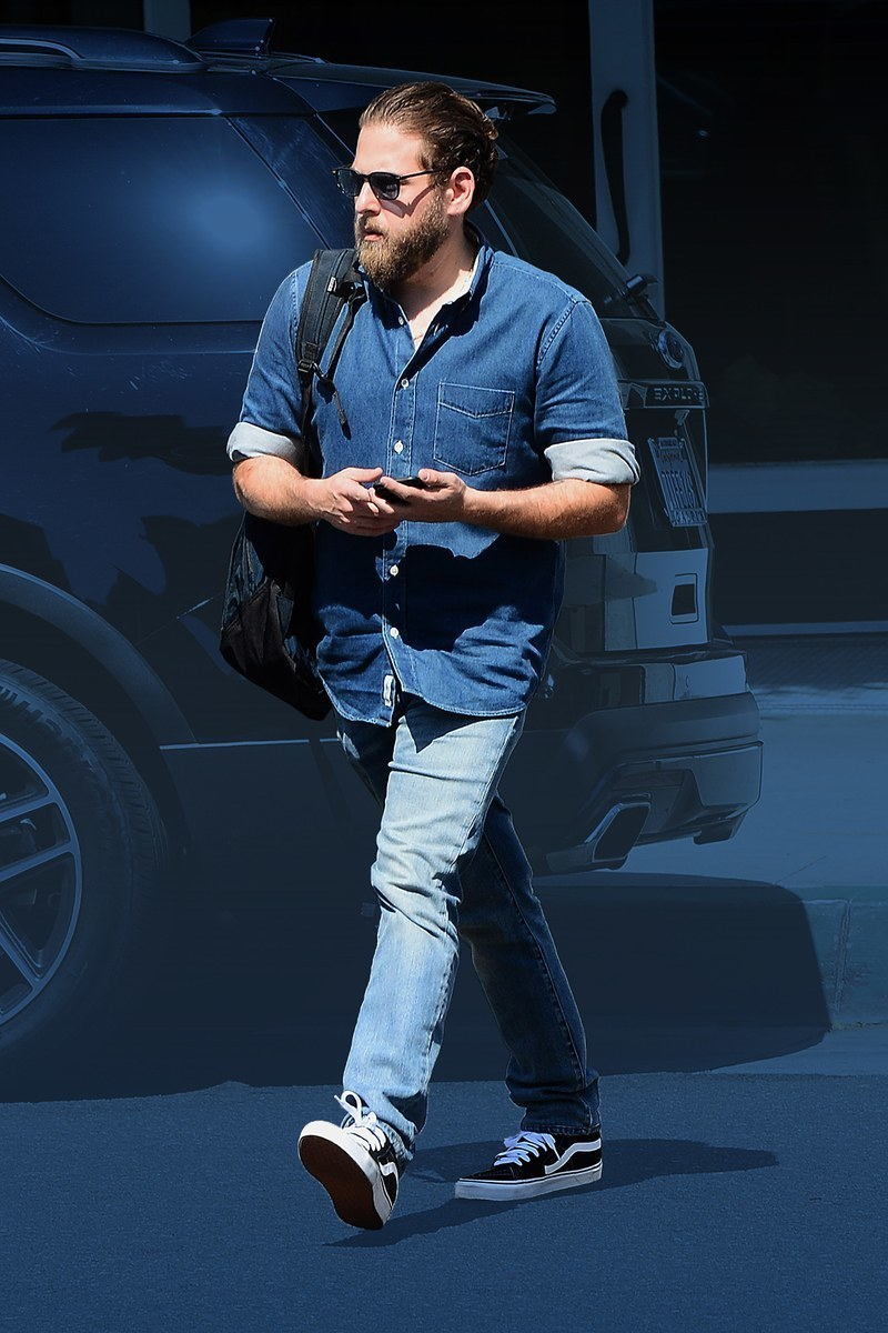 af4d64a8960 Which Denim Shirt To Wear With Light Blue Jeans For Men (17 looks    outfits)
