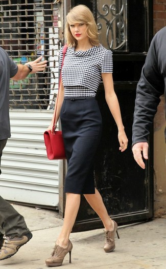 Taylor Swift wearing Black and White Gingham Short Sleeve Blouse, Black Pencil Skirt, Tan Leather Lace-up Ankle Boots, Red Leather Crossbody Bag