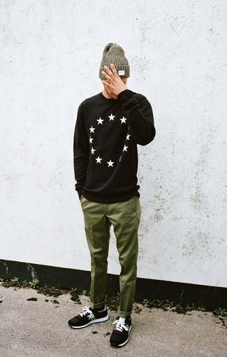 How to wear: olive beanie, black athletic shoes, olive chinos, black and white star print crew-neck sweater