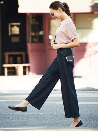 How to wear: black leather crossbody bag, black leather ballerina shoes, navy denim wide leg pants, pink short sleeve sweater