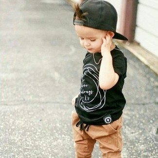 How to wear: black baseball cap, tan sweatpants, black t-shirt
